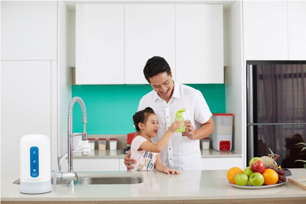 tập-cho-trẻ-uống-nước-cùng-tupperware-nano-nature